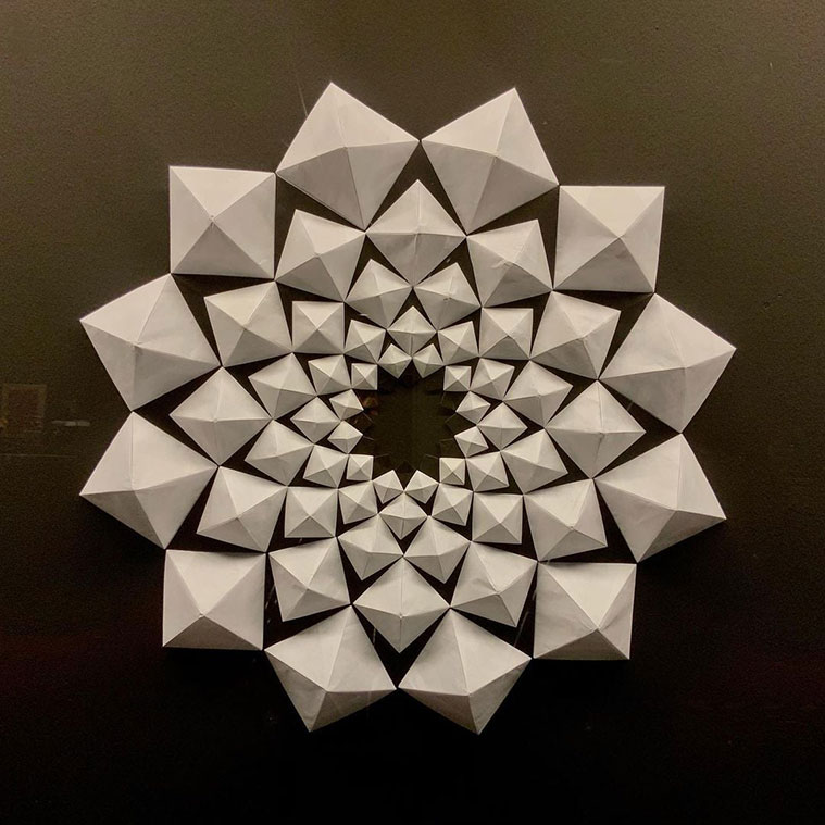 Pliegues de un artista italiano en la Escuela-Museo de Origami de Zaragoza (EMOZ)