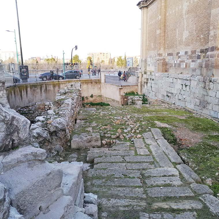 Ruinas de la antigua Sudda musulmana, la residencia fortificada de los gobernadores musulmanes de la ciudad, situadas entre el Torreón de la Zuda y la Iglesia de San Juan de los Panetes
