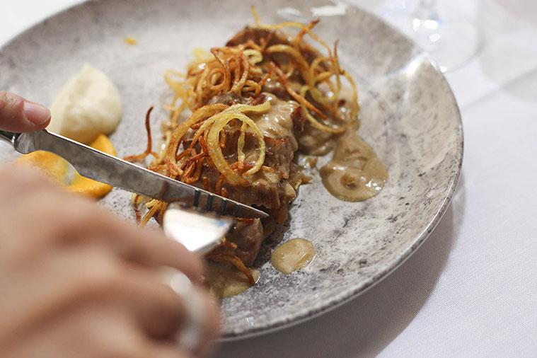 Plato de Solomillo de Cerdo de la chef Diana Roitegui en el Restaurante Paraninfo Flor de Zaragoza