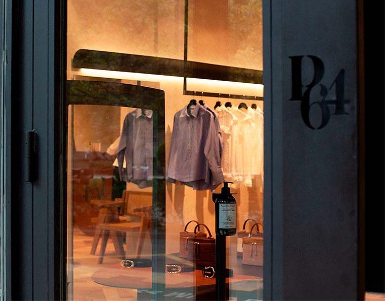 Exterior de la tienda París / 64 en el Paseo Constitución