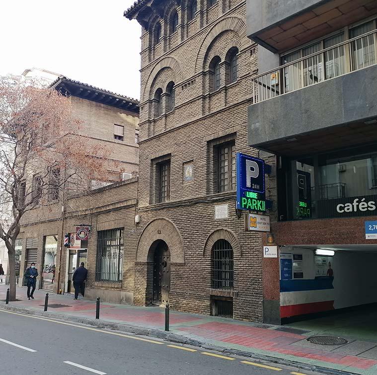 Vista de la Casa de Juan Moneva y Puyol desde la Calle Sanclemente de Zaragoza