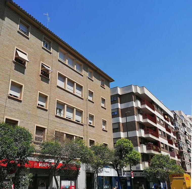 Vista de los edificios de la Calle Cortes de Aragón