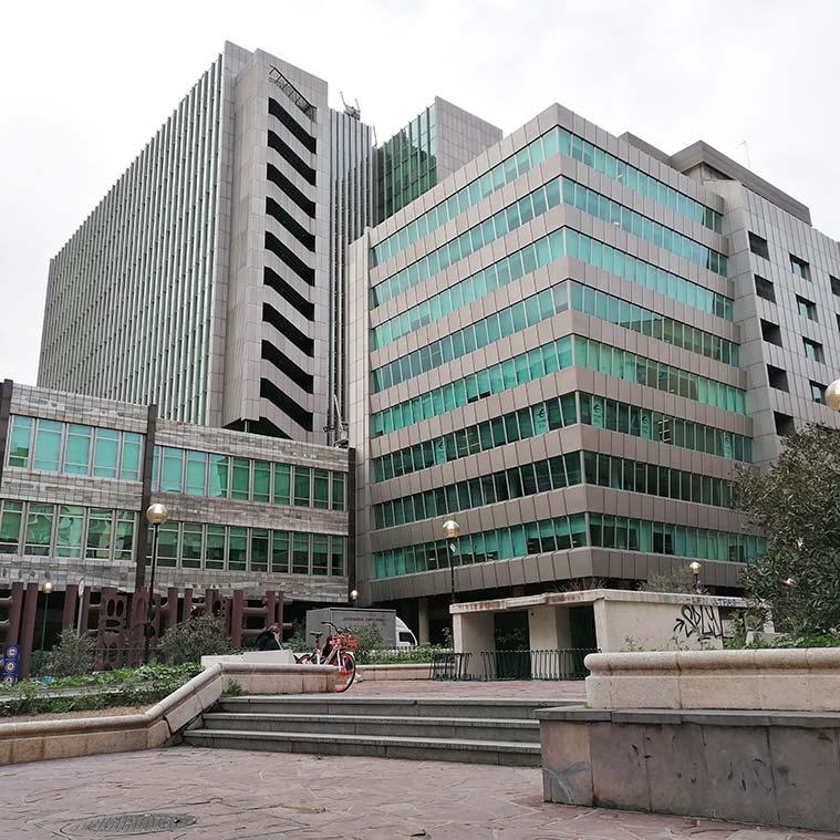 Vista de un Edificio de oficinas desde Calle San Ignacio de Loyola