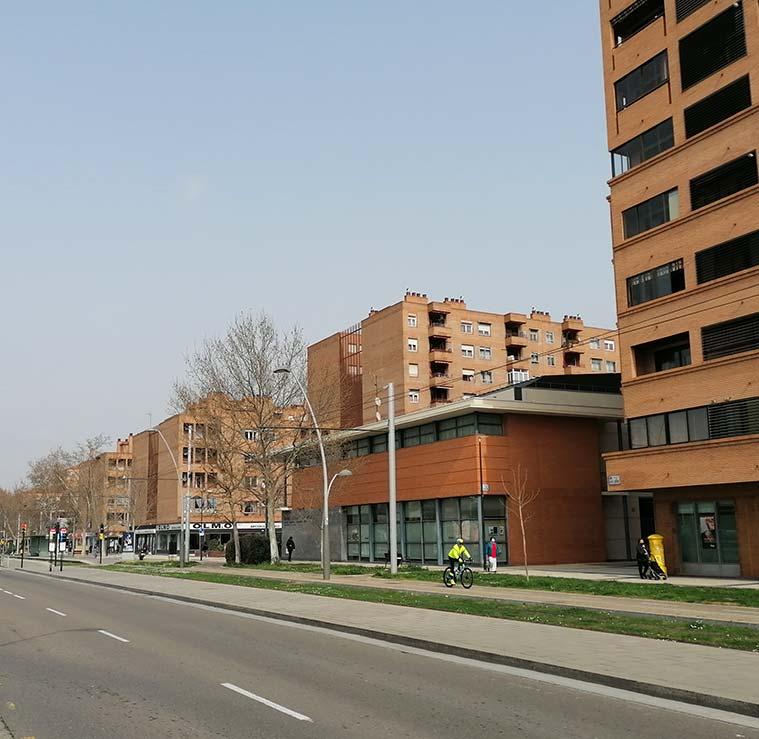 Vista del Centro Cívico Río Ebro desde la Calle María Zambrano