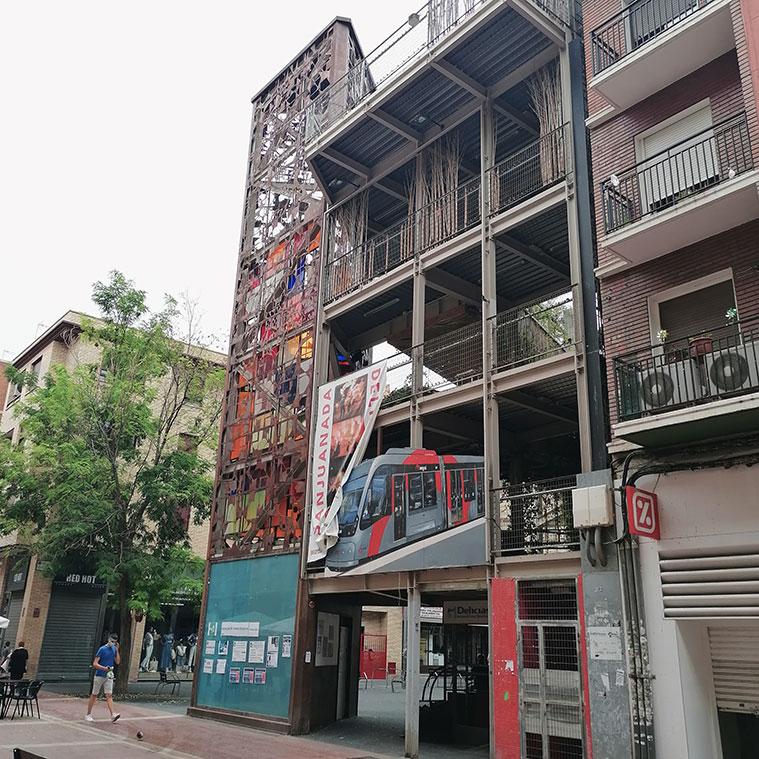 Jardín vertical en la intersección de las calles Delicias y Caspe