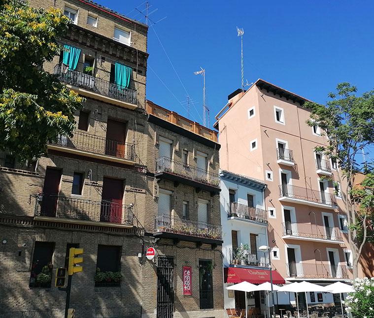 edificios historicos en la calle asalto