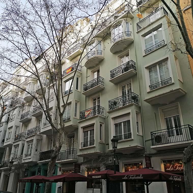 edificios historicos en la calle zurita de zaragoza