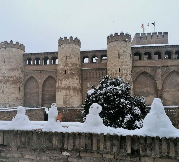 el castillo d ela aljafería nevado