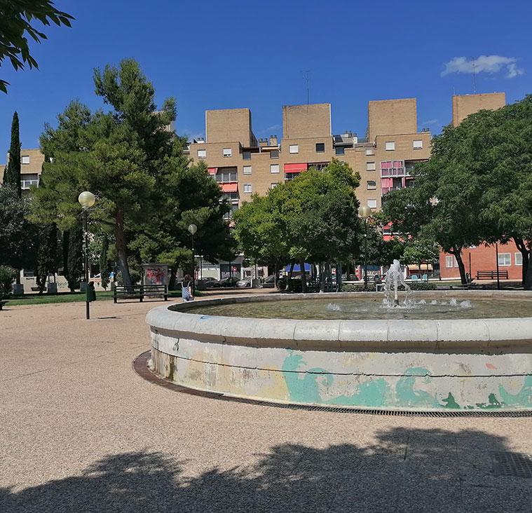 fuente en el centro de la plaza mayor de san jose
