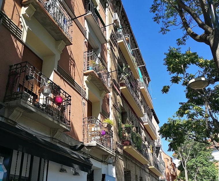 la calle asalto es uno de los lugares de Zaragoza más eclécticos arquitectónicamente