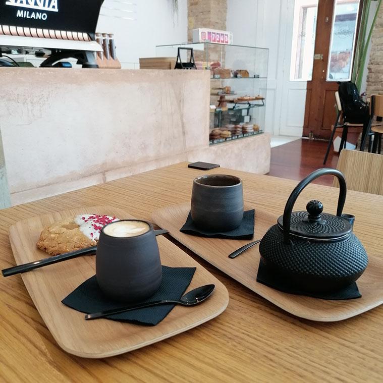 tartas y galletas con cafe de especialidad en el justicia coffee specialty