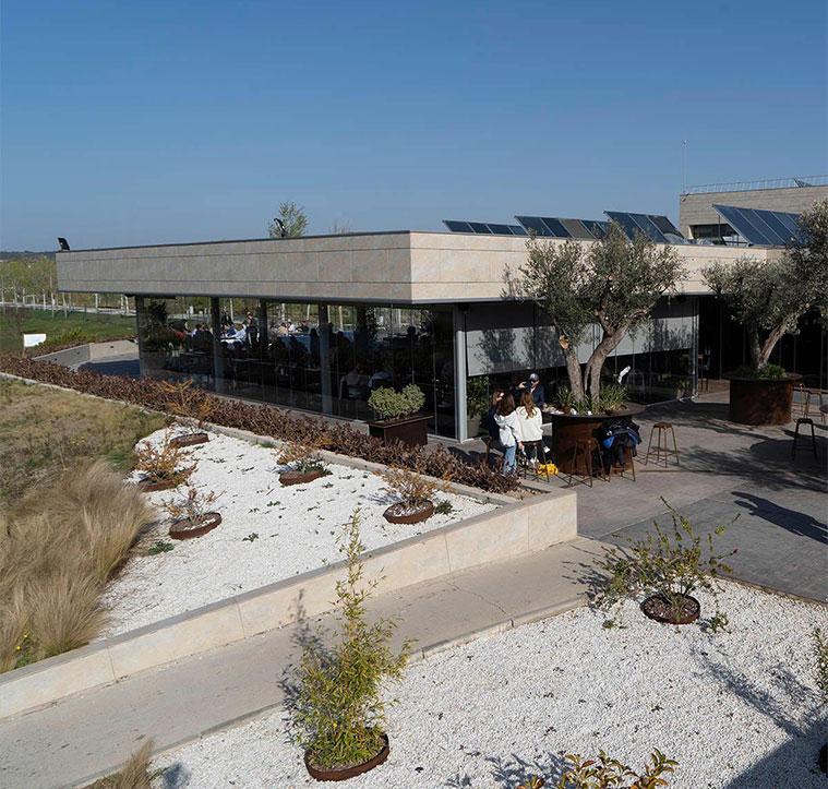 vista del restaurante terraza Espacio Emboca en el Parque del Agua