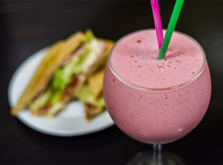 zumos elaborados en el momento con frutas frescas y naturales