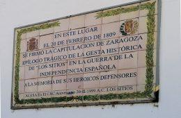 Placa conmemorativa de la rendición de Zaragoza durante los Sitios