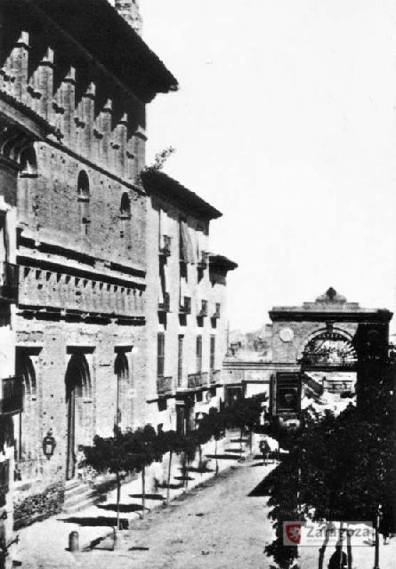 Imagen de la desaparecida Puerta del Ángel, erigida por el arquitecto Miguel Jeliner y Germá con motivo de la visita de Isabel II a la ciudad, en 1860