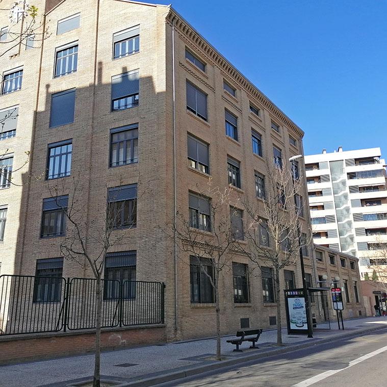Vista del Edificio Tribeca (antigua carpintería de Maquinista y Fundiciones del Ebro) en Zaragoza