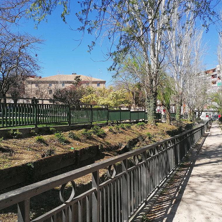vista de la harinera de san jose desde el parque jardin de la memoria