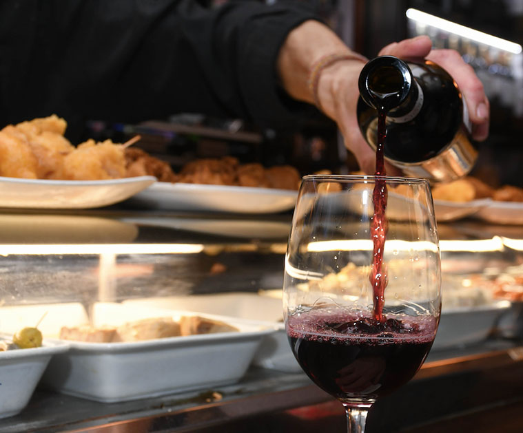 barra del bar y restaurante meson martin en zaragoza