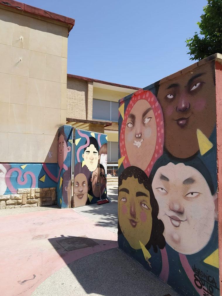 Mural de Verónica Soto en la calle Pío XII
