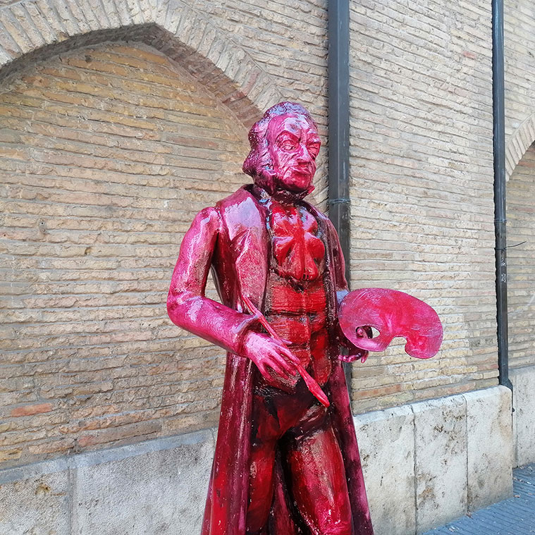 Figura deGoya en la Plaza San Miguel