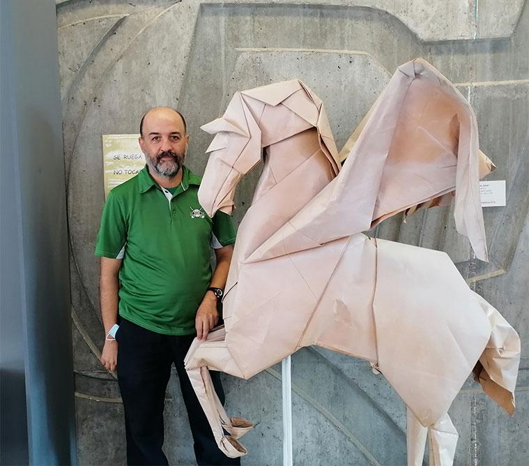 Charlamos con Jorge Pardo, impulsor y director de la Escuela-Museo de Origami de Zaragoza (EMOZ)